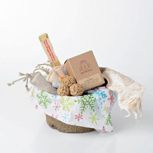 The perfect gift basket filled with natural goodies for your feline friend