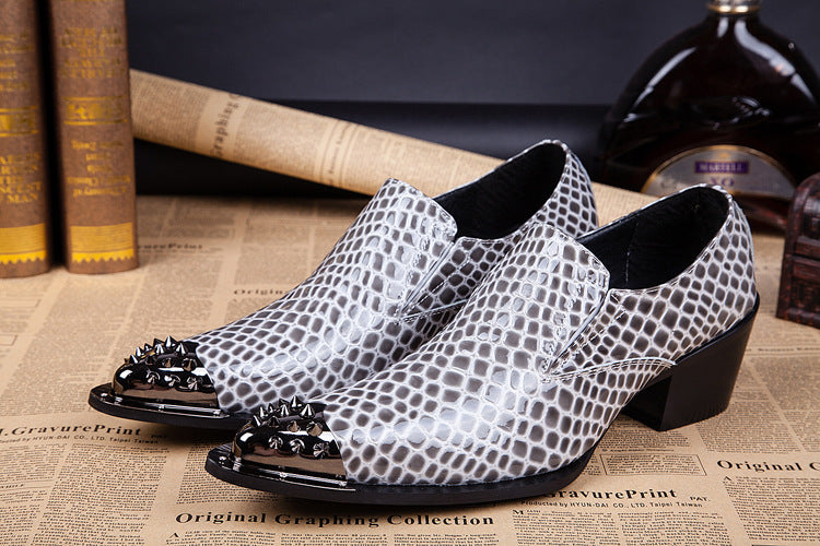 British fashion men's pointed breathable men's shoes, feet, one-legged business dress shoes, personality trendy shoes.