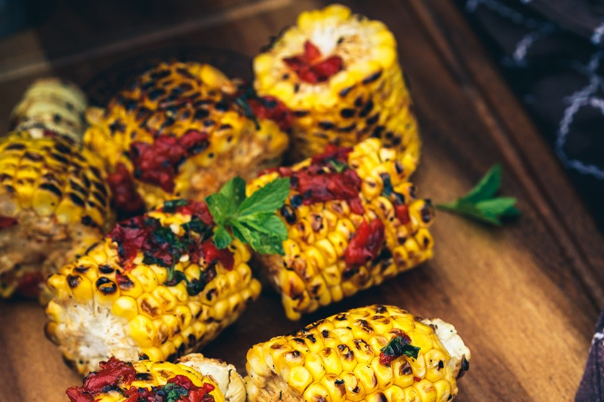 Grilled Sweet Corn with Roasted Red Pepper Salsa Dressing