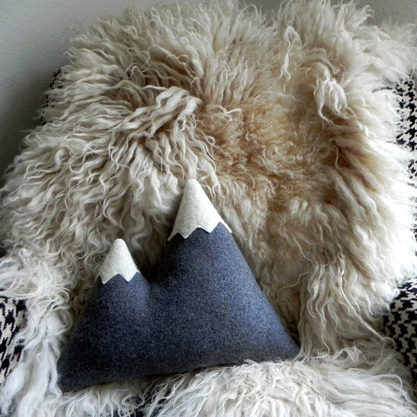 THE PEAKS ORIGINAL MOUNTAIN PILLOW