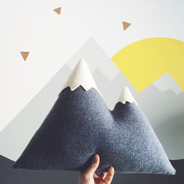 THE PEAKS MOUNTAIN PILLOW - Large