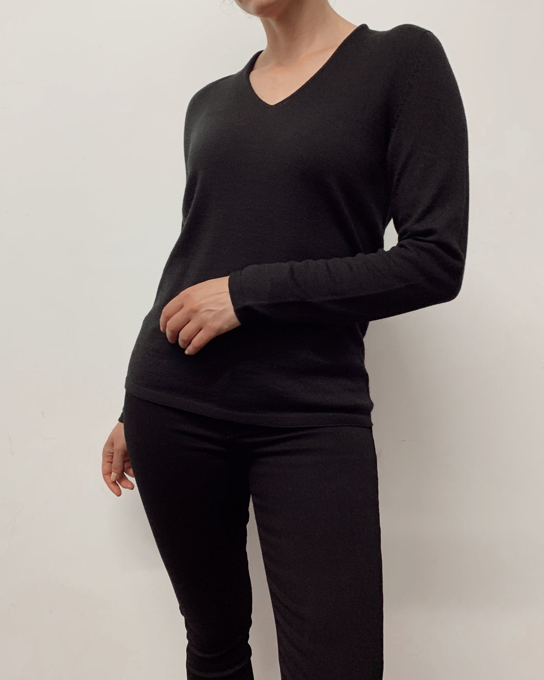 DUNE V Neck Jumper (Black)