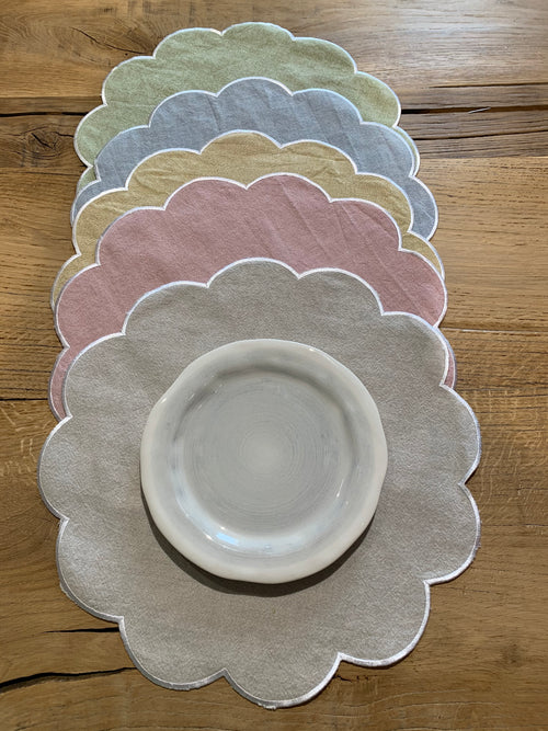 "SCALLOPPED PLACEMAT ""SOLANO"""