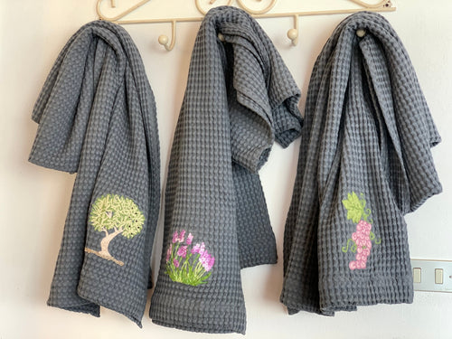 WAFFLE BATH TOWEL WITH EMBROIDERY