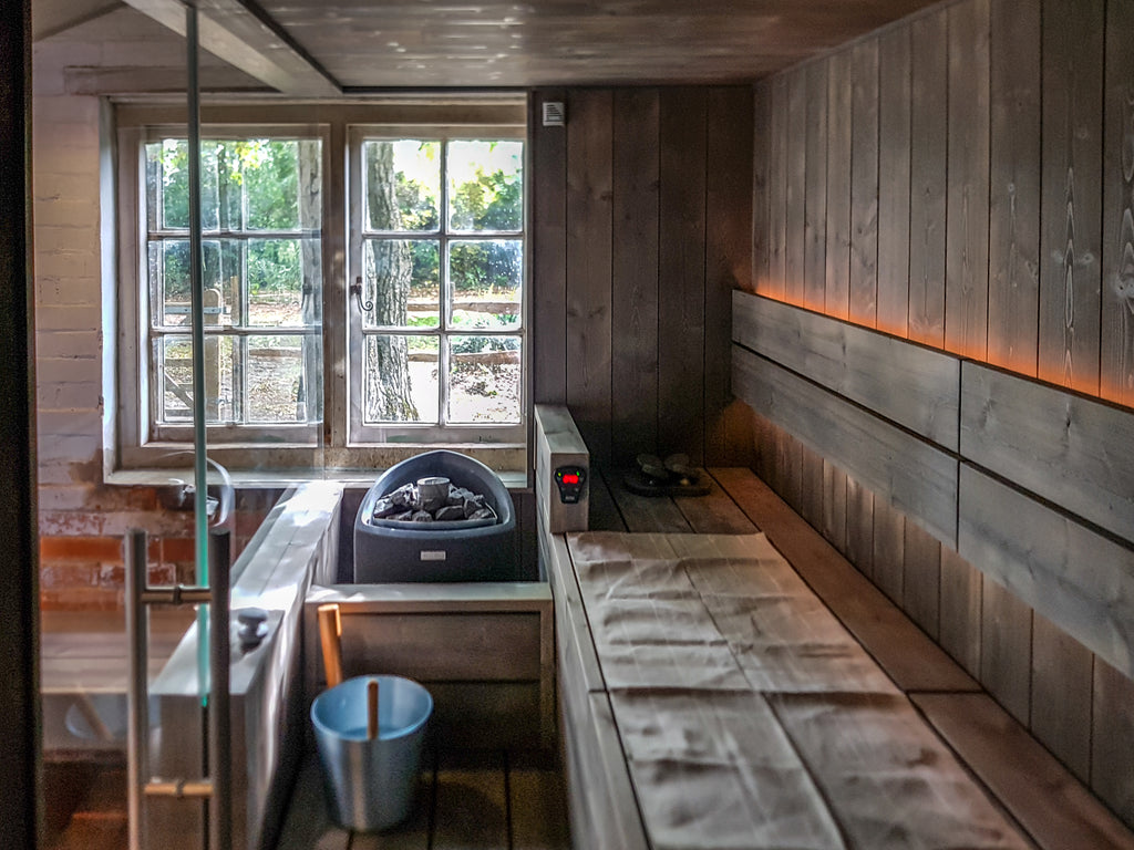 The sauna itself was essentially a condensed L-shaped upper bench on a raised floor, with a small step leading down to the terracotta tiles and the sauna heater placed on the immediate left of the door as you enter.