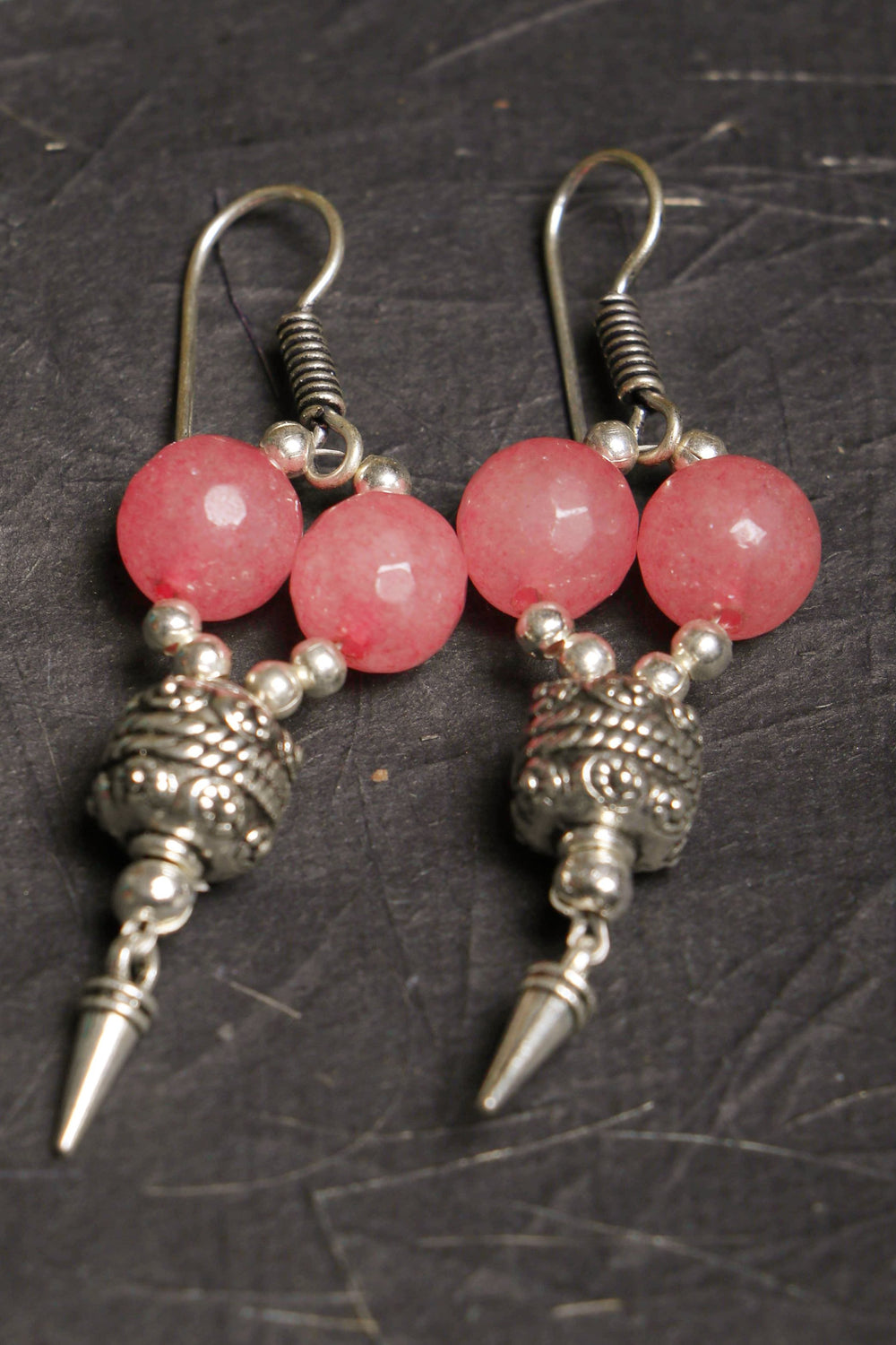 Earrings with pink and grey onyx beads