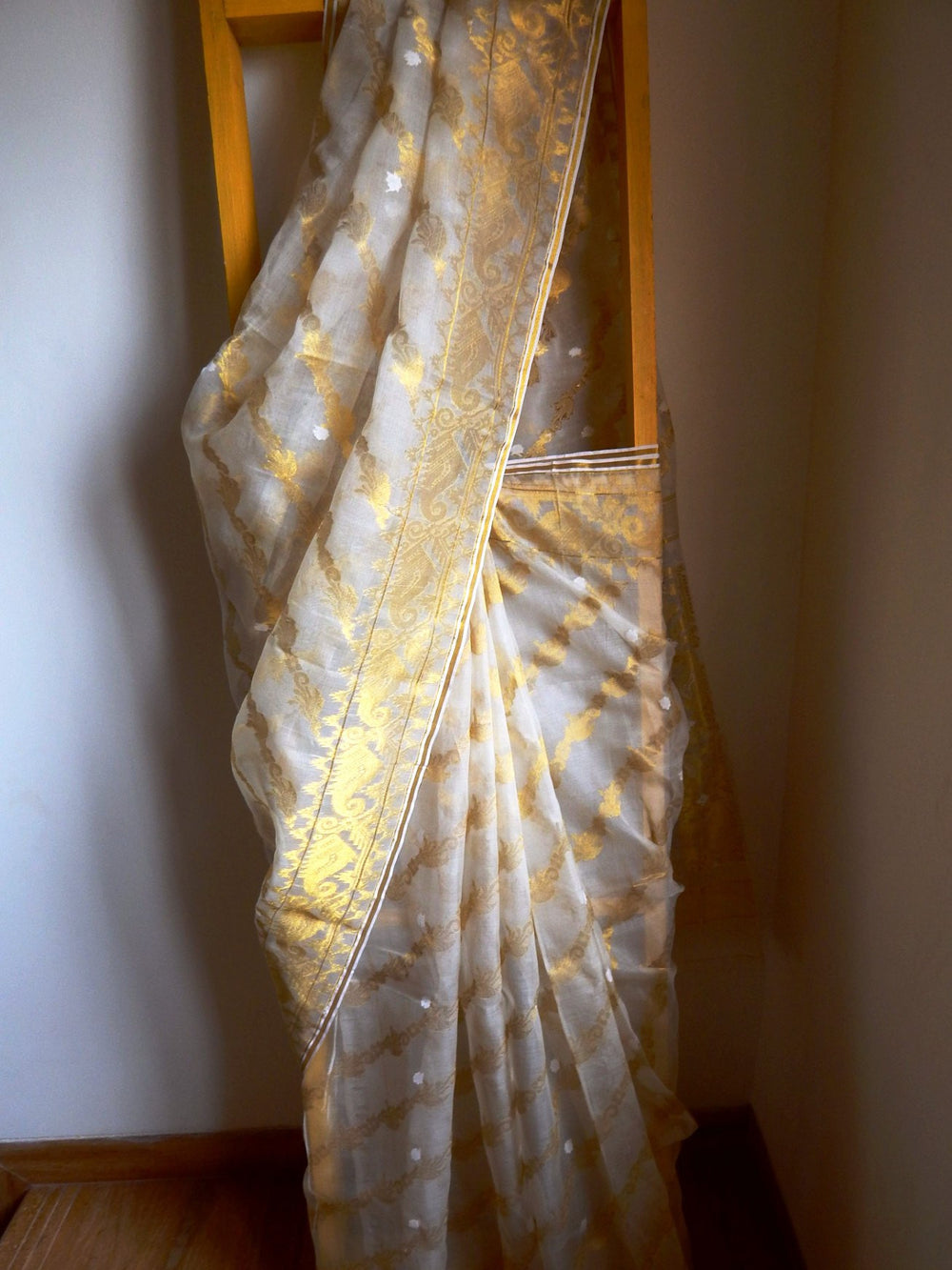 Bengal weaves series featherlight IX jamdani saree a