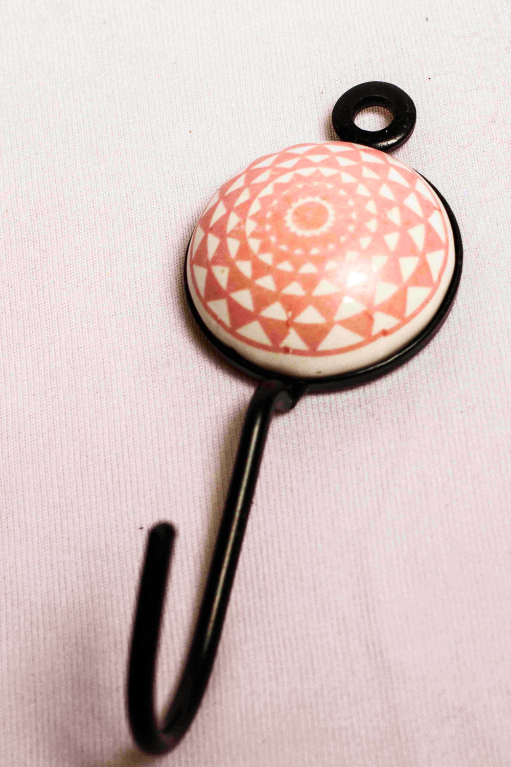 Single ceramic tile round wall hook in pink with triangular motif