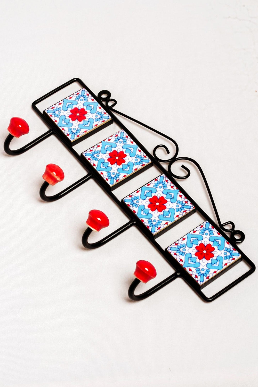 Metal and 4 ceramic tile 4 wall hook, white with blue and red floral motif