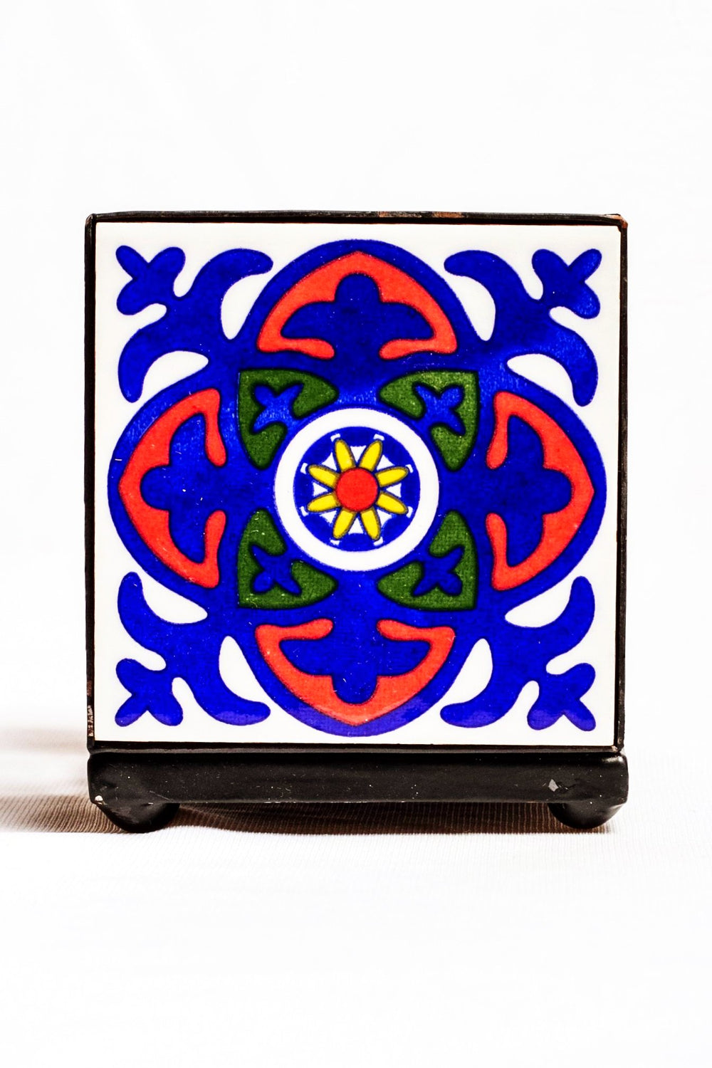 Metal and two ceramic tiled pen holder, white with blue and red floral motif