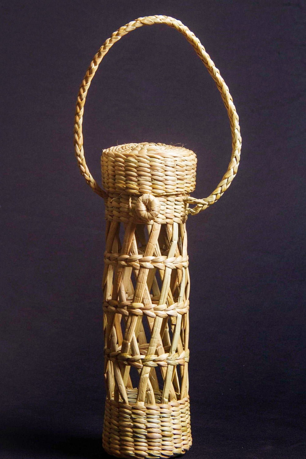 Wine or water bottle holder made from kauna water reed