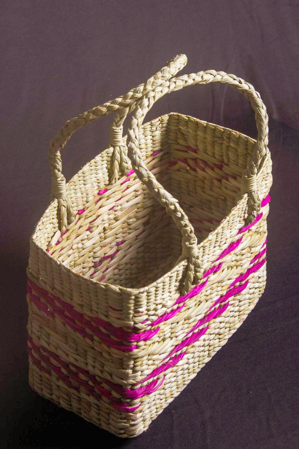 Shopping bag with handle and pink color weave motif