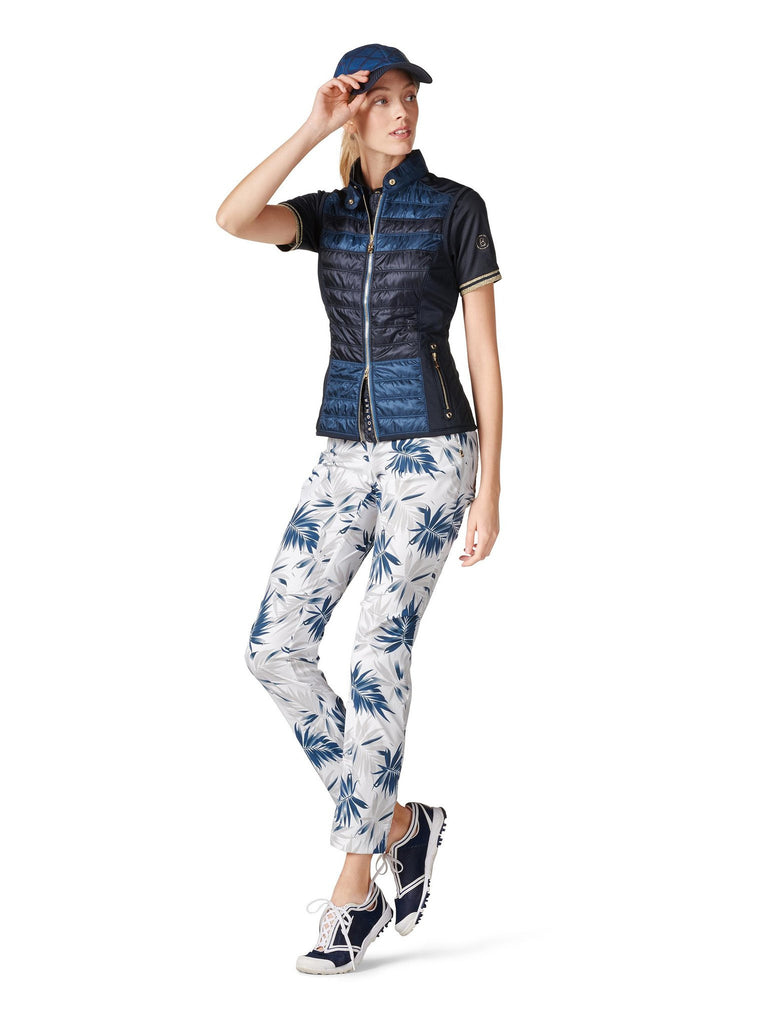 Kyra is a an astonishingly light weight, breathable, water-repellent two-tone golf vest for women.