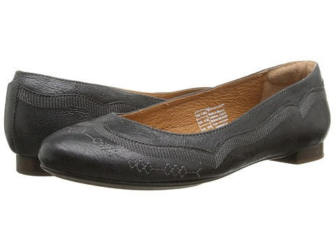 Ariat Dreamer Flat in Black Crinkle - Saratoga Saddlery & International Boutiques