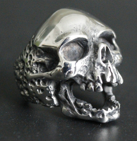 RAGING SKULL RING