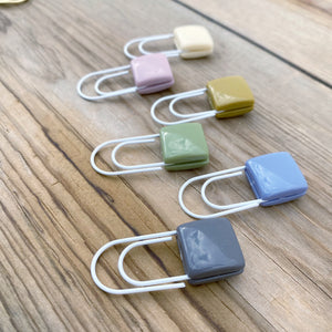 BUTTON POP Square Acrylic Button Paperclip