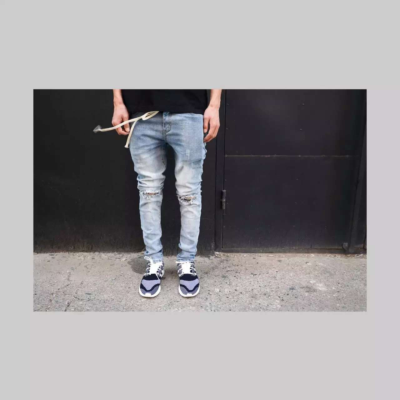 BLUE DENIM JEAN WITH KNEE RIPS