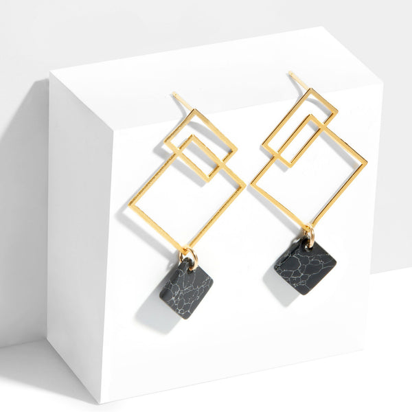 Ares Earrings with Howlite - Small in Yellow Gold