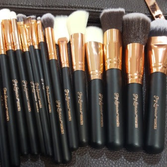 Rose Gold 15 Piece Brush Set with Makeup Bag, A collection of brushes for the eyes, lips and face to complete any look.