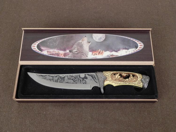 Hunting Knife, Large Etched Blade, Cut Out Howling Wolf Grip - Roadshow Collectibles