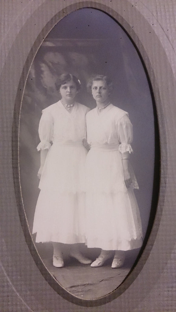 Black & White Portrait Of Two Young Woman, Edna age 17, Ruth age 20 - Roadshow Collectibles
