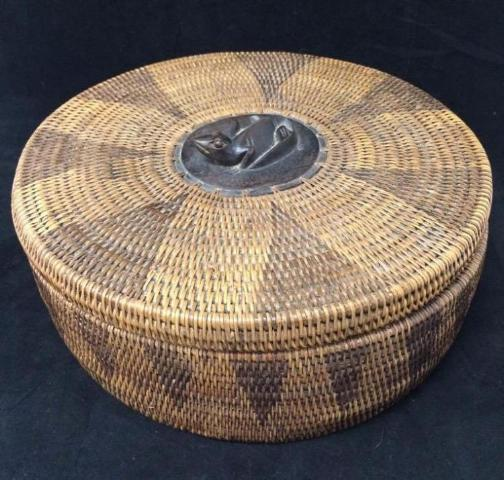 Lombok Indonesian Basket, Hand Woven Rattan, Carved Lizard Top Of Lid - Roadshow Collectibles