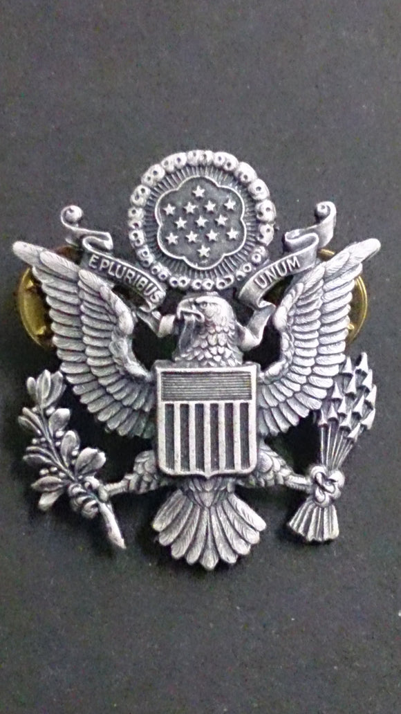 Army Hat Badge of an Eagle with Spread Wings - Roadshow Collectibles
