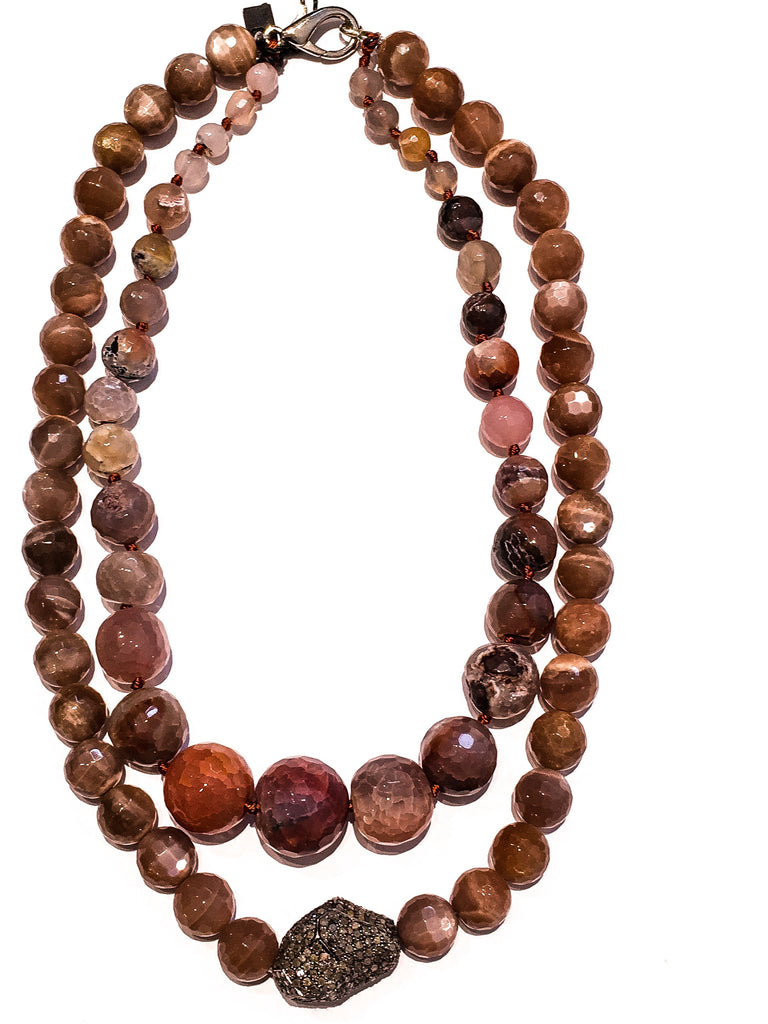 Necklace with agate stones and silver