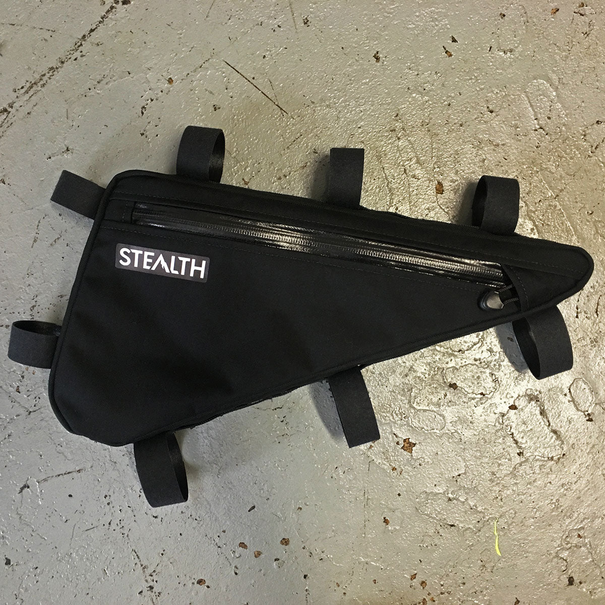Single zip frame bag for cycle touring