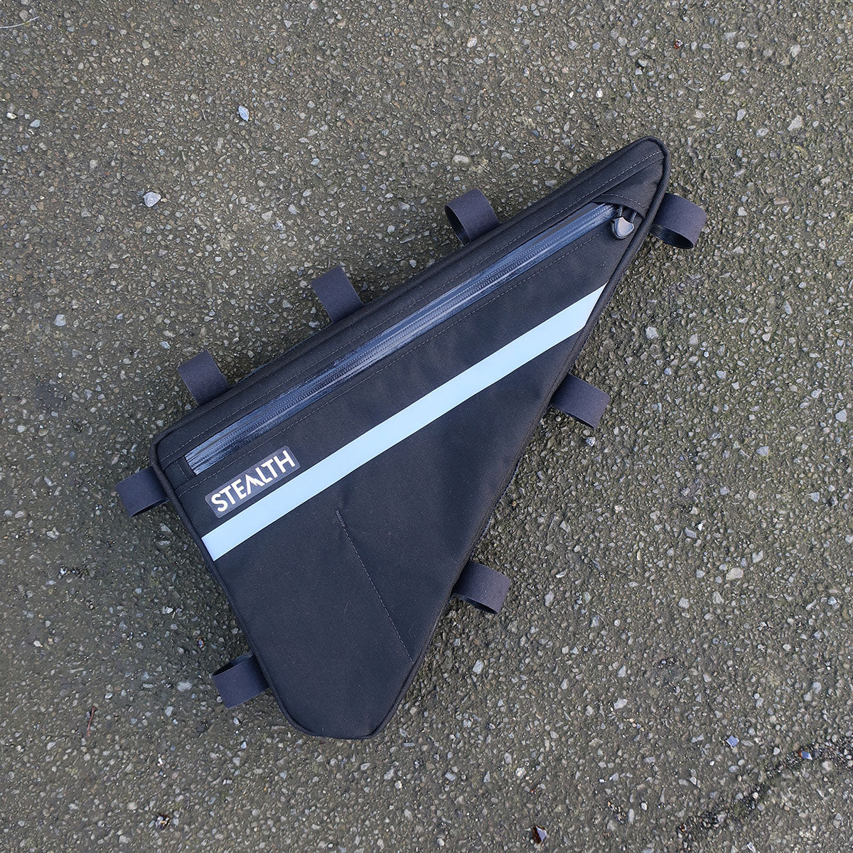 Single zip frame bag with vertical divider for bikepacking