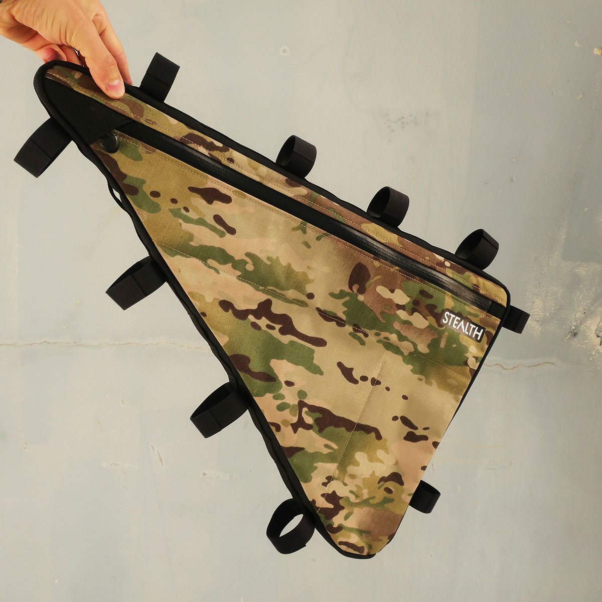 Large multicam frame bag with single zip