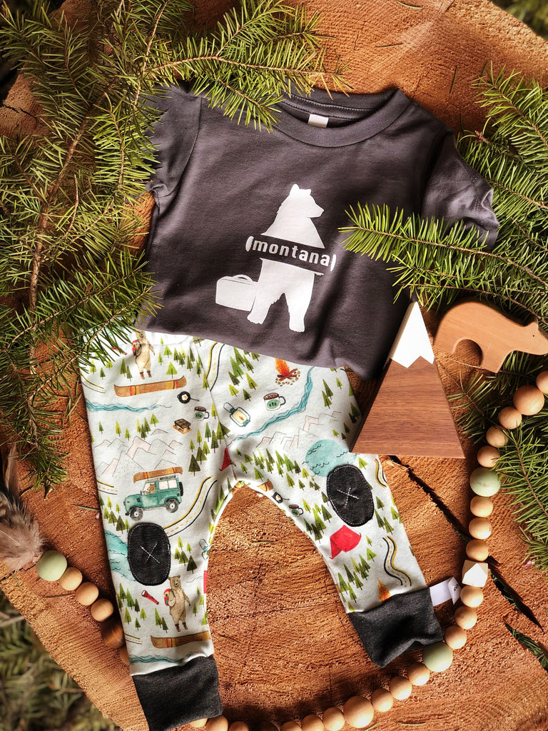 Hitchhiking Bear |  Tee