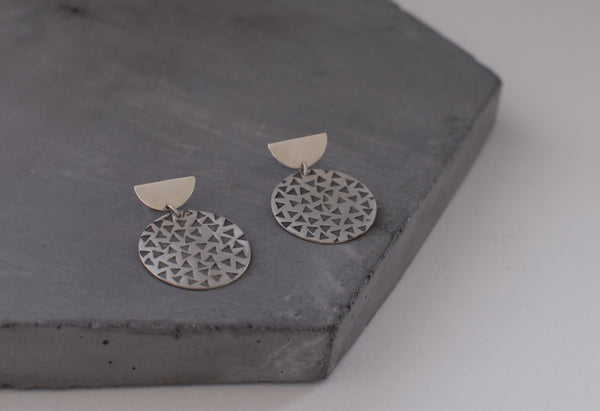 Scattered disk earrings
