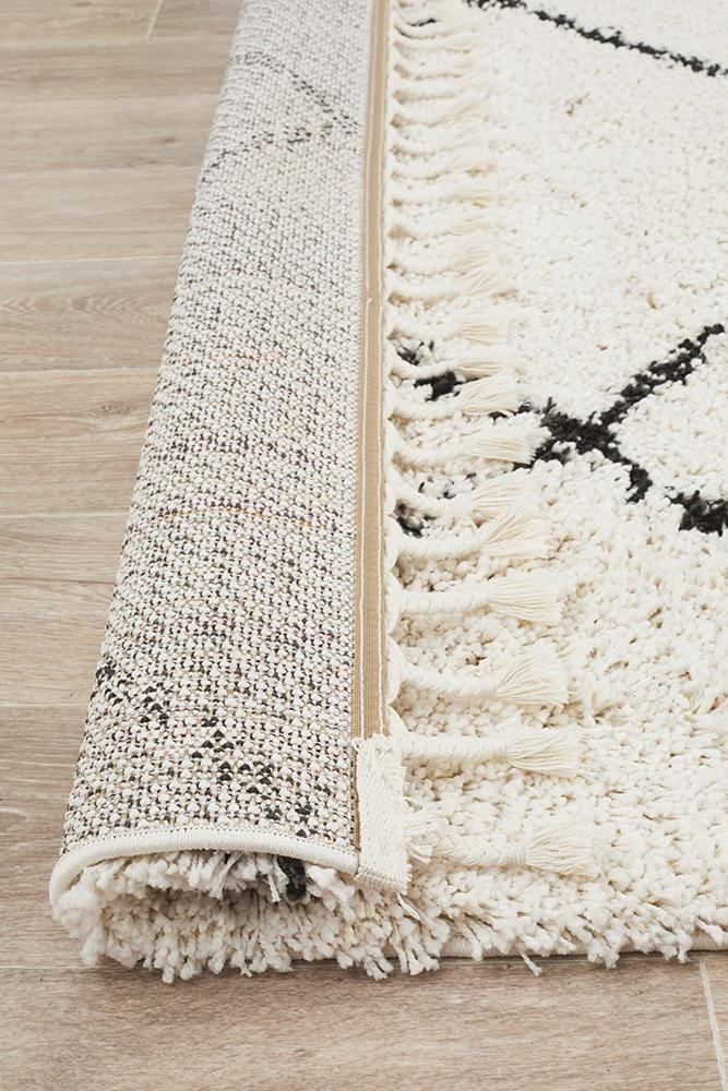 Rocca No.22 in White (Available in Rug & Runner Rug)