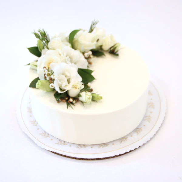 Smooth Sweetheart Cake - No Flowers