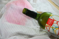 Red wine spill can be cleaned with white wine