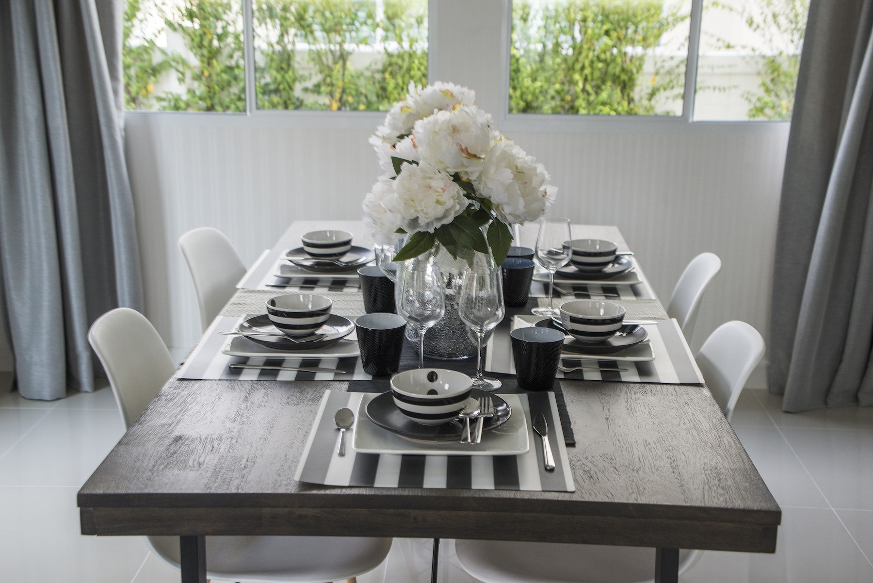 Five Secrets to Creating a Modern and Wow-worthy Tablescape