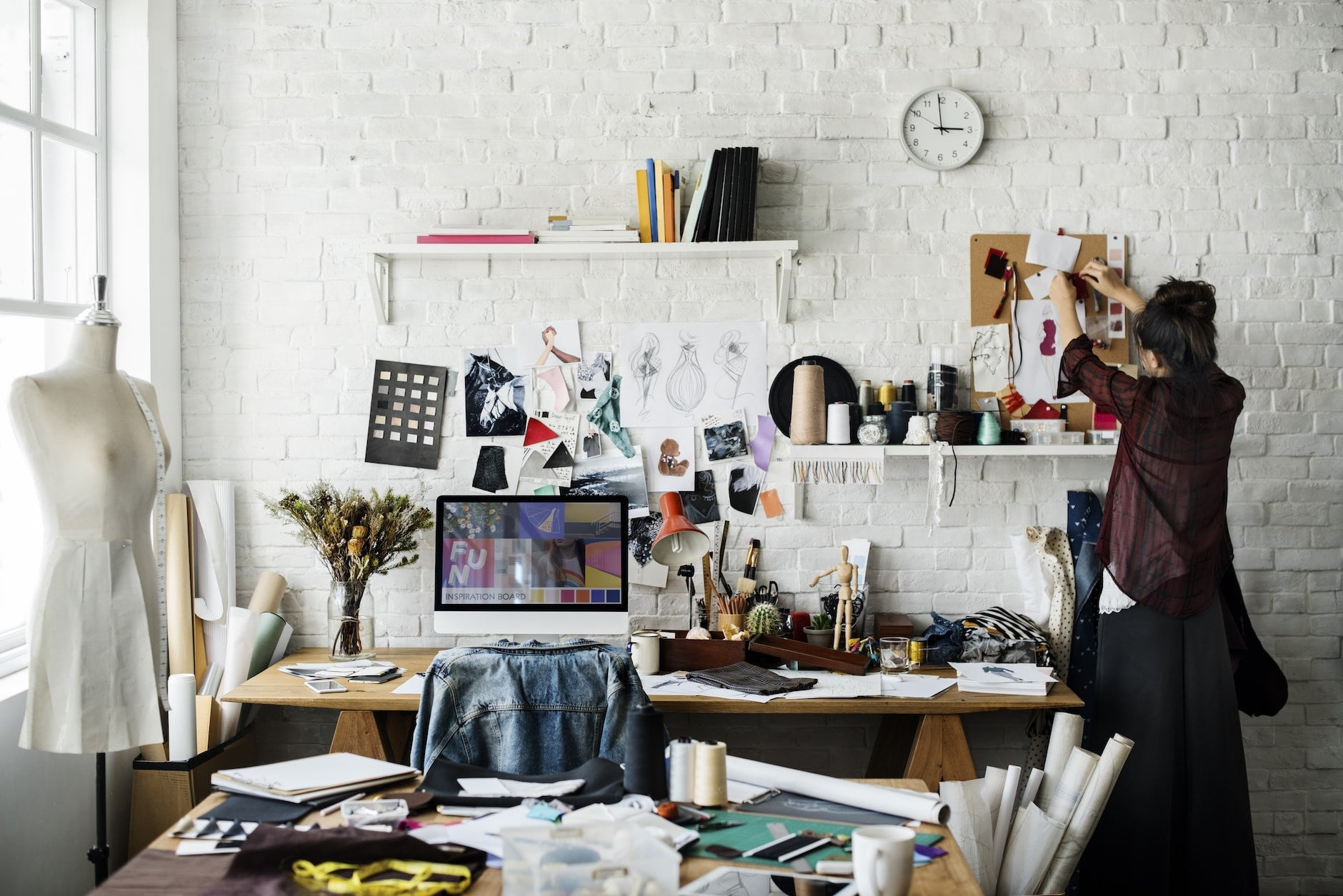 "Why ""Messy"" Workspace Interiors Work"