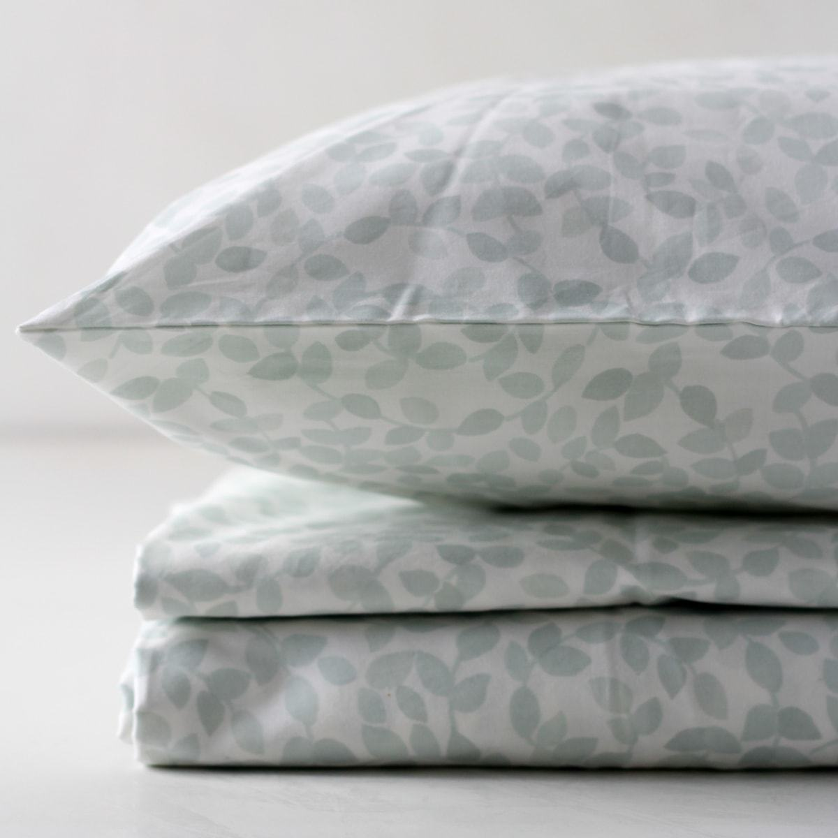 Adria Leaf Print Percale Bed Sheet - Home Artisan