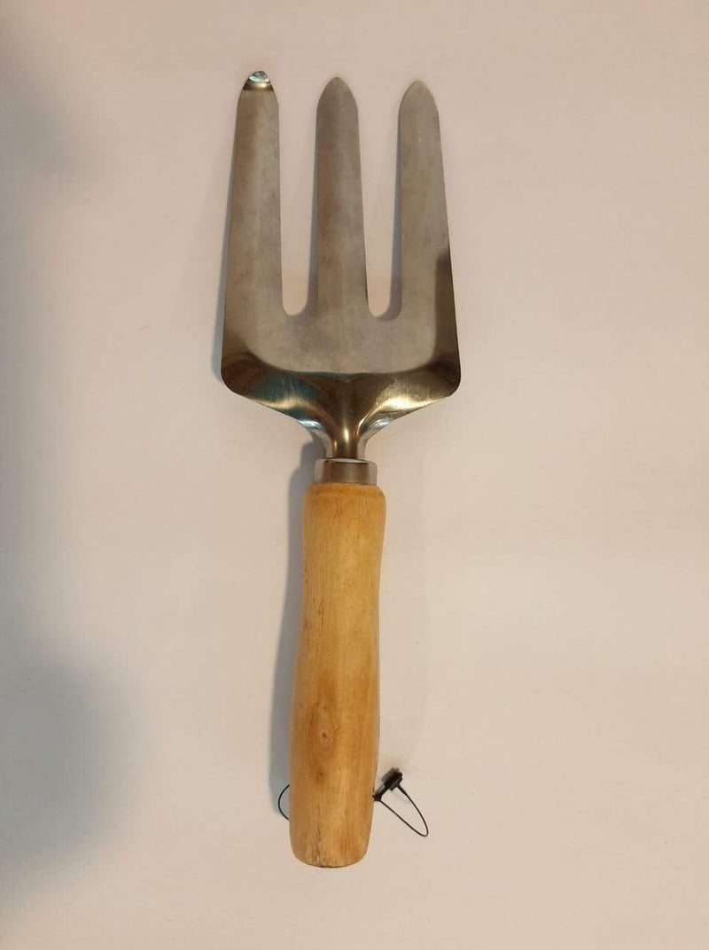 WOODEN HANDLE WEEDING FORK