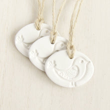 Load image into Gallery viewer, oval white clay bird ornament gift tag by bonschelle 2