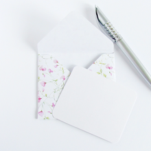 Load image into Gallery viewer, Handmade floral gift envelope with white notecard by Bonschelle