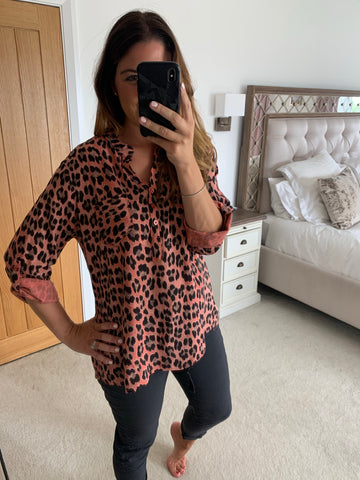 LEOPARD BUTTON TOP