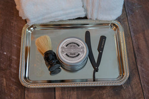 KC Shave Co. has released the Logan straight razor kit with the sleek matte black barbershop straight razor.