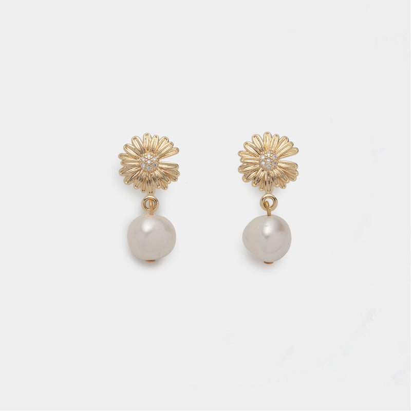 Lys Pearl Earrings