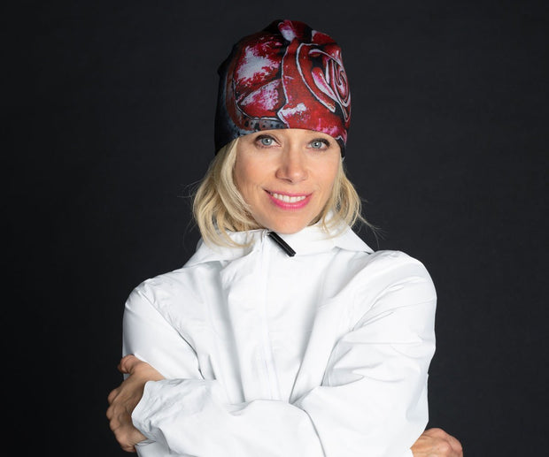 Exemple of woman wearing Lalita's Art Shop Women's Red Rose Beanie hat illustrated by Julie L'Ecuyer