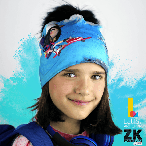 Girl wearing a blue, pink, black and white beanie hat from the collection Zombie Kidz Evolution !