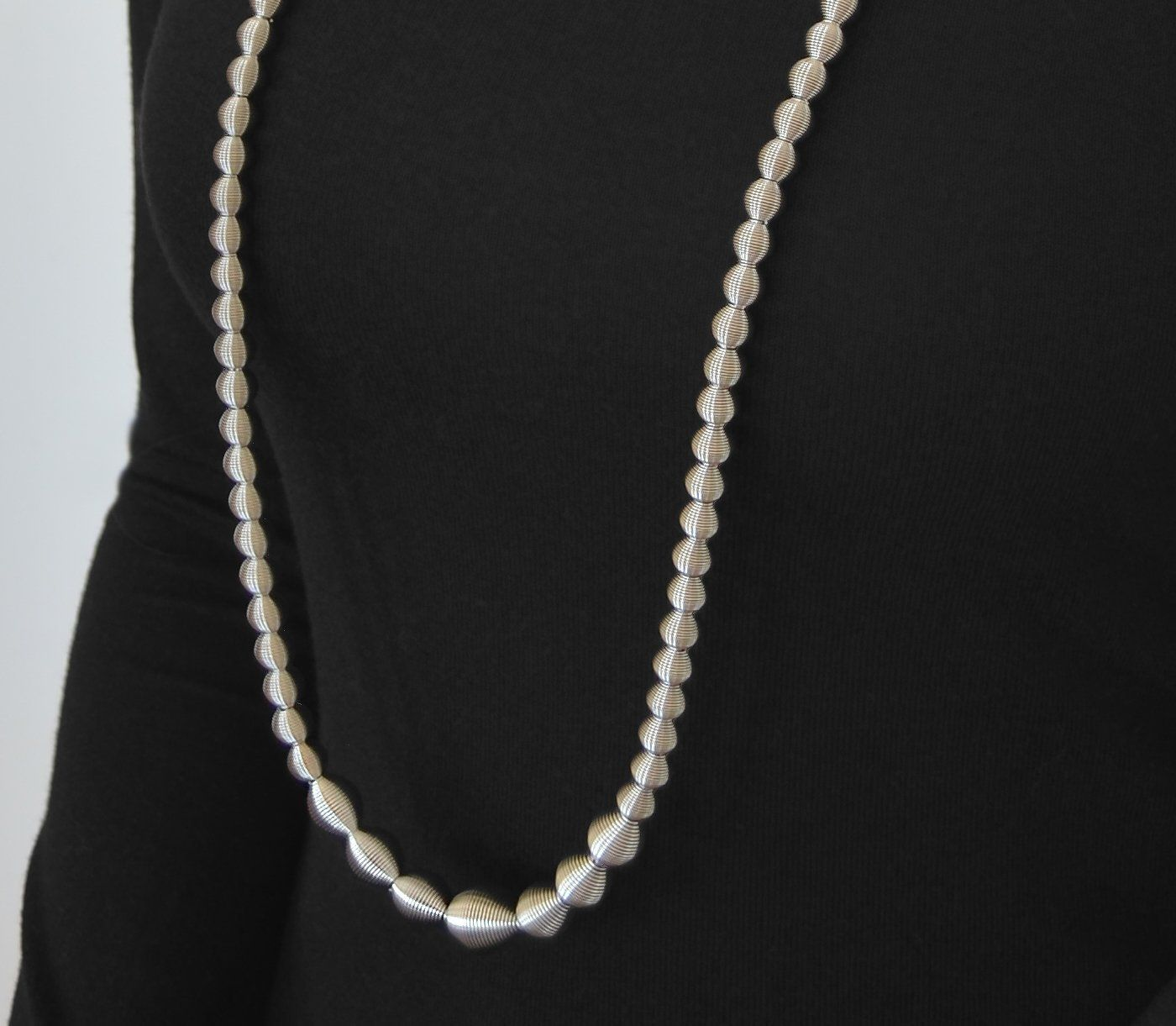 La Mollla Dot Necklace Long