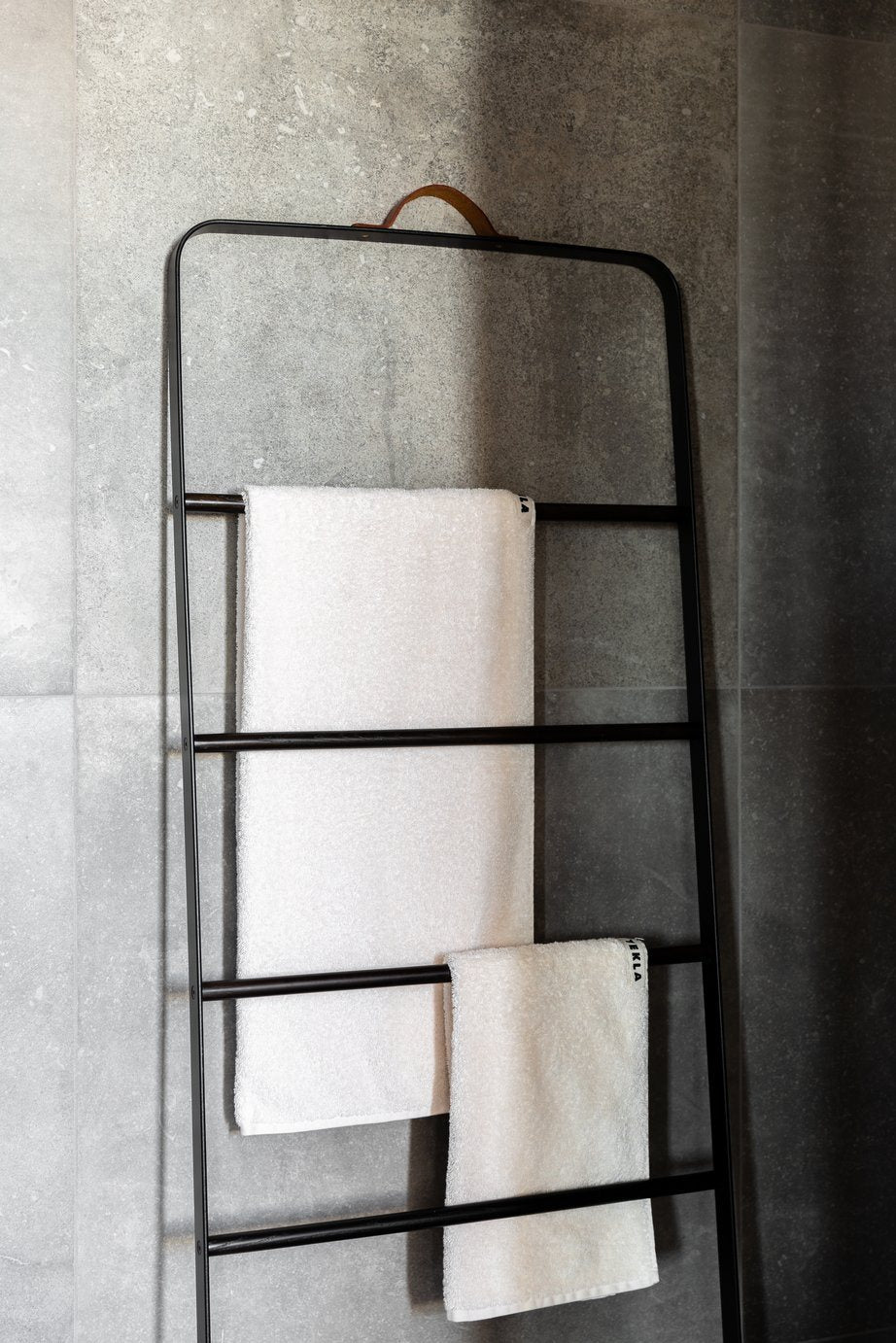 Menu Bath Towel Ladder Black/Dark Ash