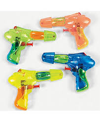PLASTIC SQUIRT GUNS, 12 PIECES